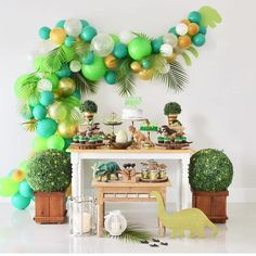 Dino party theme, gorgeous balloon garland, and greenery. Safari Birthday Party, 3rd Birthday Parties, Birthday Party Decorations, Balloon Garland, Balloons, Die Dinos Baby, Party Ideas, Ideas Decoración, Logan