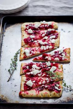 Roasted Cranberry and Goat Cheese Flatbread on HealthySeasonalRe. by Katie Webster christmas fingerfood Goats Cheese Flatbread, Flatbread Appetizers, Goat Cheese Pizza, Pizza Bianca, Tapas, Buffet, Gluten Free Puff Pastry, Brunch, Sweets