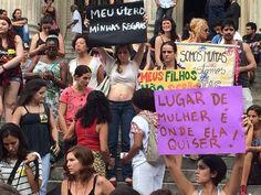 Mulheres protestam contra o presidente da Câmara dos Deputados, Eduardo Cunha (Foto: Daniel Silveira/ G1)