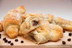 Cornetti sfoglia cioccolato , ricetta semplice e golosa