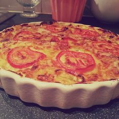 That's right.  A quiche made with Batchelor's Pasta 'n' Sauce!  And boy, was it delicious.  Thank you to my mother for the recipe!  It seems...