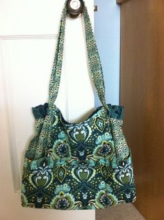 I saw this bag on the staystitching.com website, which was mentioned in the Guardian. It was make by ambernoel from fabric which is available from staystitching.com.