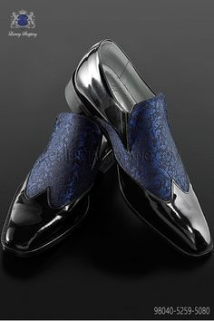 Black leather baroque shoes with purple brocade fabric Ottavio Nuccio Gala 2015 collection. Wedding Suit Styles, Black Suit Wedding, Wedding Suits, Blue Wedding, Wedding Flowers, Purple Dress Shoes, Kids Dress Shoes, Mens Shoes Boots, Shoe Boots