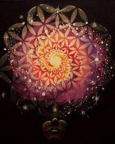 portalcosmico:  La esencia de toda vida es el movimiento de una existencia universal e inmortal. La esencia de toda sensación y emoción es el despliegue de un deleite universal y auto-existente en el ser. La esencia de todo pensamiento y percepción es la radiación de una verdad universal y omnipenetrante. La esencia de toda actividad es la progresión de un bien universal y auto-efectivo.  Sri Aurobindo