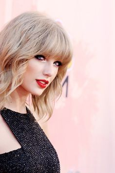 Taylor Swift's makeup -  2015 iHeartRadio Music Awards