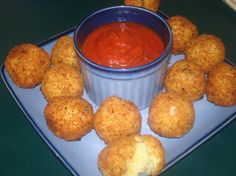 Italian Rice Balls(Rice symbolizes prosperity and wealth, so rice balls are good for New Year's and celebrations) Italian Rice Balls Recipe, Easy Starters, Low Sodium Chicken Broth, Thing 1, Italian Recipes, Italian Foods, Italian Cooking, Bento, Cooking Recipes