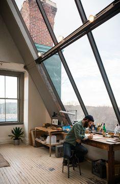Espacio de trabajo. Me llamo mucho la atención el gran ventanal y por supuesto la botella de Fernet
