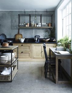 3 single pendant lights hung at different lengths over shelves Kitchen lighting concepts - Wall-mounted coffee tables in Neptune kitchen Tuscan Kitchen, Kitchen Interior, Kitchen Furniture, Freestanding Kitchen, Large Kitchen, Farmhouse Kitchen Island, New Kitchen, Kitchen Styling, Kitchen Design