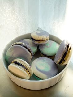 A macaroon blog filled with tons of creative macaroon flavor recipes!!!!