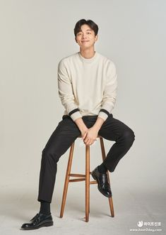 """TERRA winter version TERRA """"Gong Yoo"""" new layout of the shooting site pictorial open ! Gong Yoo Smile, Yoo Gong, Asian Actors, Korean Actors, Goong Yoo, Studio Poses, Model Poses Photography, Sitting Poses, Fashion Poses"""