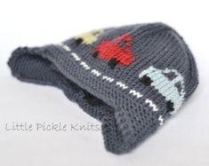 Little Cars Aviator Knitting pattern by Little Pickle Knits Knitting Patterns Boys, Christmas Knitting Patterns, Crochet Patterns, Hat Patterns, Intarsia Knitting, Arm Knitting, Kids Knitting, Aviator Hat, 4 Ply Yarn