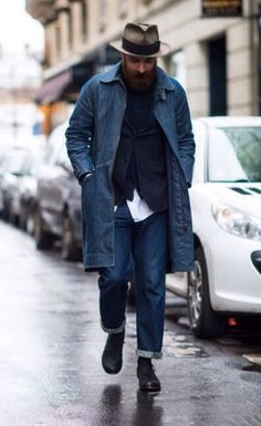 Triple Blue Layering Done Effectively. Notice the Long Denim Coat, Intertwining Both Rural and Urban Vibes. Denim Fashion, Look Fashion, Street Fashion, Men Street, Street Wear, Looks Style, My Style, Der Gentleman, Estilo Jeans