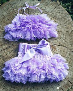 Conjunto confeccionado em crochê em fio antialérgico  Detalhes babado em renda  Cor lilas ( outras cores consulte)  Tamanhos 3 a 6/ 6 a 9/ 9a 12 meses