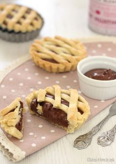 Homemade Nutella Tartlets - Desserts with Dulcisss Nutella in the oven by Leyla Mini Desserts, Delicious Desserts, Yummy Food, Baking Recipes, Cookie Recipes, Dessert Recipes, Cooking Cake, Italy Food, Nutella Recipes