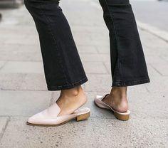¡El #calzado tiene importancia todo el año! Pero con el calor los #pies necesitan liberarse, ¡hazlo con #estilo con nuestra guía de #tendencias para mujer y hombre! ¿Sabes cuáles son los modelos más buscados? Entra en www.vivesoy.com ¡y descúbrelo!