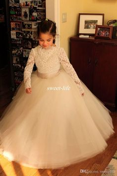 Great Vintage Lace Wedding Flower Girl Dresses with Long Sleeve Ball Gown Tulle Bateau Neck Applique Custom