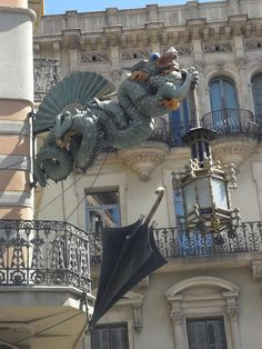 Dragon of the Umbrella's House. Rambla de Barcelona