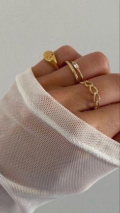 Dainty Gold Jewelry, Trendy Jewelry, Cute Jewelry, Jewelry Trends, Fashion Jewelry, Jewelry Ideas, Nail Jewelry, Jewelery, Jewelry Accessories
