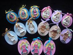 Virgencitas de porcelana fria, montadas sobre base de madera, pintada en acrilico