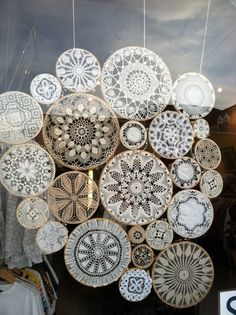 Lace dollies sewn together to use a window blind Gorgeous idea- Framed Doilies, Lace Doilies, Embroidery Hoop Decor, Doily Art, Crochet Dreamcatcher, Doilies Crafts, Ideas Prácticas, Diy Décoration, Boho Diy