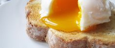 Julia Child's Brilliant Trick for Perfectly Poached Eggs – Incredible Recipes How To Make A Poached Egg, Perfect Poached Eggs, How To Cook Eggs, Perfect Eggs, Best Breakfast, Breakfast Recipes, Morning Breakfast, Egg Recipes, Cooking Recipes