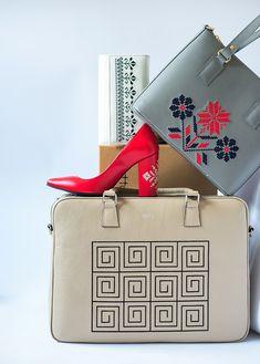 5 designeri români cu 5 colecții tradiționale românești Shoulder Bag, Bags, Design, Fashion, Handbags, Moda, Fashion Styles, Shoulder Bags