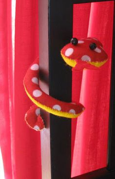 Holloughby: Sewing Tuesday: Schneeky Schnake.