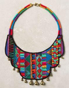 Embroderied necklace: I'm not in love with the pattern but i's a good idea! | Collar bordado : No amo el diseño pero es una buena idea