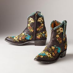 JASMINE LACE BOOTS -- Truly a work of art, flowers bloom with every step in these lively, handmade boots from Old Gringo. Whole and half sizes 6 to heel.View our entire Old Gringo Collection Cowgirl Boots, Western Boots, Shoe Boots, Ankle Boots, Shoe Bag, Leather Fashion, Fashion Shoes, Old Gringo Boots, Handbag Accessories