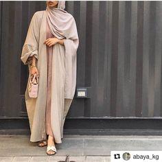 Modest Fashion 670191988286529002 - with ・・・ Dubai Top Abayas Designs Feeds. Modern Hijab Fashion, Hijab Fashion Inspiration, Islamic Fashion, Abaya Fashion, Muslim Fashion, Mode Inspiration, Modest Fashion, Dubai Fashion, Fashion Fashion