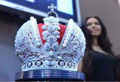 Sixty jewelers from Smolensk made it for the anniversary of the coronation of Catherine the Great and the anniversary of the Romanov dynasty. Royal Jewels, Crown Jewels, Gold Crown, 3d Printed Objects, 3d Printing Industry, Imperial Crown, Best 3d Printer, Catherine The Great, Tsar Nicholas Ii