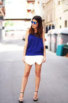 Dos tendencias claras de la temporada: falda papiro y gafas espejo