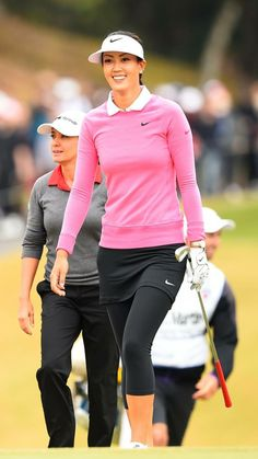What Is the Correct Golf Swing? Golfers the world over are always in search of the perfect golf swing or the right golf swing. Girls Golf, Ladies Golf, Women Golf, Golf Attire, Golf Outfit, Golf Theme, Golf Wear, Womens Golf Shoes, Golf Fashion
