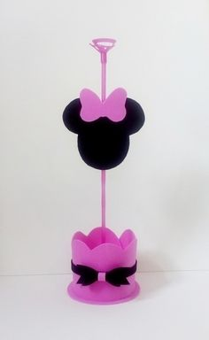 Centro de mesa minnie rosa em eva.    Fazemos em outros temas! Consulte nos. Mini Mouse First Birthday, Minnie Birthday, Baby Girl Birthday, Diy Birthday, Minnie Mouse Theme Party, Minnie Mouse Cake, Mickey Minnie Centerpieces, Felt Crafts, Diy And Crafts