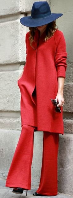 Lady In Red Fall Streetstyle Inspo by Mi Entra Me Visto women fashion outfit clothing style apparel closet ideas Red Fashion, Colorful Fashion, Womens Fashion, Fashion Hats, Red Street, Street Chic, Outfits With Hats, Warm Outfits, Casual Chic Style