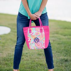 Fun summer monogrammed cooler tote.  Perfect for end of the year {SUMMER} teacher's gift!