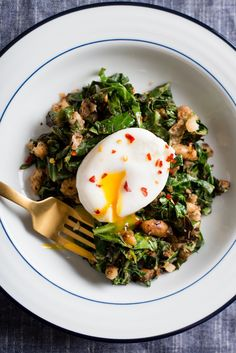 Crispy White Beans With Greens and Poached Egg Recipe. Looking for recipes and ideas for quick, easy, healthy vegetarian dinners, lunches, and meals? You'll LOVE this hearty and healthy protein packed supper! Fast cooking with cannellini beans, poached egg, swiss chard, garlic, and lemon juice.