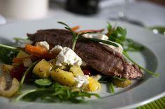 Gebratenes Lamm mit Kartoffel-Möhren-Feta-Salat - Rezept