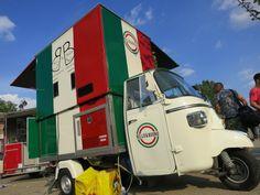 """""""Bello e Buono"""", l'ape allestita per vendere la #pizza a portafoglio espressa! #orgoglioitalia #raiexpo #expo2015"""