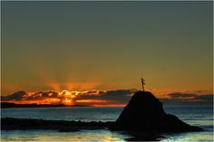 Whakatane - Maori heroine Wairaka guards the rivermouth. I lived here right across the road from that rock. Long White Cloud, Kiwiana, Our Town, The Beautiful Country, Where The Heart Is, Homeland, Wonderful Places, New Zealand, Places Ive Been