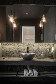 Оригинальный интерьер и просто невероятное освещение в ванной комнате создаст просто сказочную и очень стильную атмосферу.
