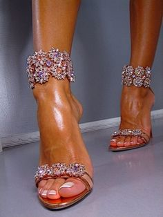 D-E-L-I-C-I-O-U-S!!! if i could these would be on my feet in a hot min. GORGEOUS for the wedding!!!!