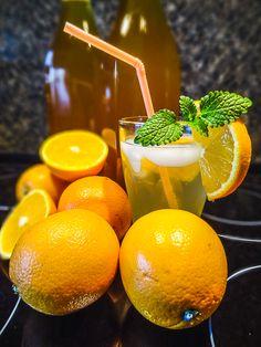 Půlku (1 kg) pomerančů umyjeme a nakrájíme na kolečka. Dáme je do hrnce nebo 5litrové sklenice, zalijeme vlažnou převařenou vodou a necháme 24 hodin louhov... Fruit, Food, Syrup, Essen, Meals, Yemek, Eten