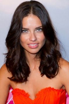 Adriana Lima photo gallery - page Adriana Lima Hair, Alexa Chung Hair, Selena, Brazilian Models, Cut My Hair, Victorias Secret Models, Brown Hair Colors, Hair Dos, Dark Hair