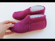 Discover thousands of images about Two Skewers easy seamless perky booties model making / ONLY FLAT - REVERSE . Knitting Videos, Crochet Videos, Knitting Stitches, Knitting Socks, Knitting Patterns, Knitting Machine, Crochet Slipper Pattern, Knitted Slippers, Crochet Slippers