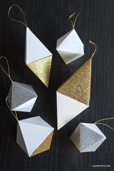 Paper Geode Christmas Ornaments More Christmas Ideas 50 Diy Christmas Ornaments, Origami Christmas Ornament, Retro Christmas Decorations, Paper Ornaments, Christmas Paper, Origami Xmas, Diy Vintage, Diy Weihnachten, Triangles