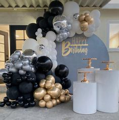 Classy elegant black silver and gold balloon garland inspo for a party 40th Birthday Balloons, Birthday Balloon Decorations, Silver Party Decorations, 30th Birthday Parties, Black And Gold Balloons, Balloon Garland, Party Time, 50th, Event Styling