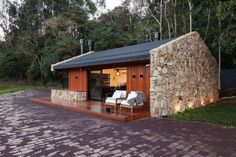 Image 18 of 37 from gallery of Lake House / Cadi Arquitetura. Photograph by Cristiano Bauce - Gallery of Lake House / Cadi Arquitetura - 18 Tiny House Cabin, Tiny House Design, Cabin Homes, Weekend House, Forest House, Cabins And Cottages, Stone Houses, Small House Plans, Home Fashion