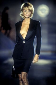 Atelier Versace Fall/Winter 1994 - Best New Hair Styles Atelier Versace, Gianni Versace, Medium Hair Styles, Short Hair Styles, Actrices Sexy, Helena Christensen, Great Hair, Short Hair Cuts, New Hair