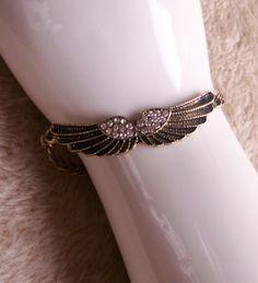 Bronzefarbenes Armband mit strassbesetzten Flügeln von Bonitolino auf DaWanda.com